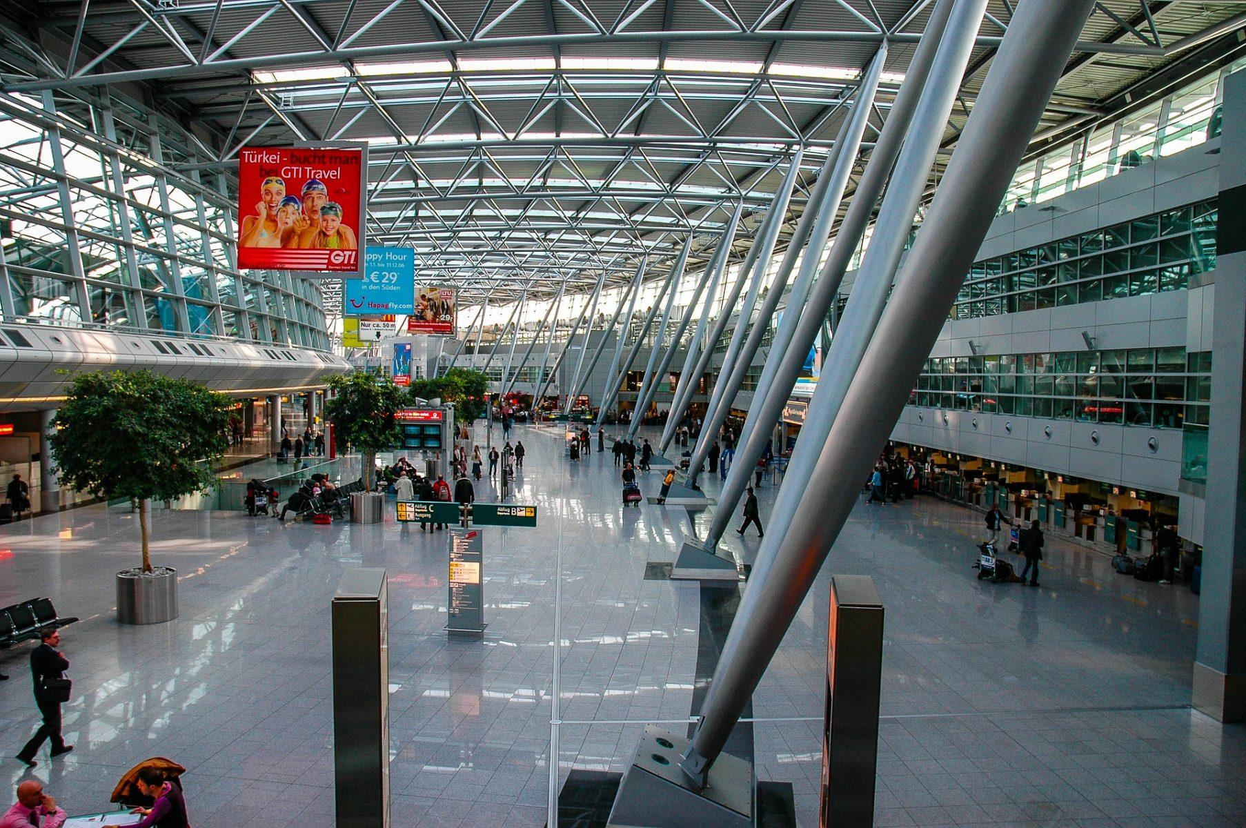 flygplats-Düsseldorf-197743_1920